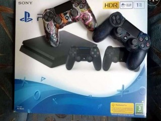 Playstation 4 1tb two controllers بلاستيشن 4