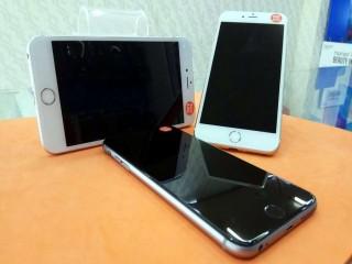 الهاتف الاكثر مبيعا ايفون 6S بلاس ذاكرة 64 جيجا مع كامل الاغراض