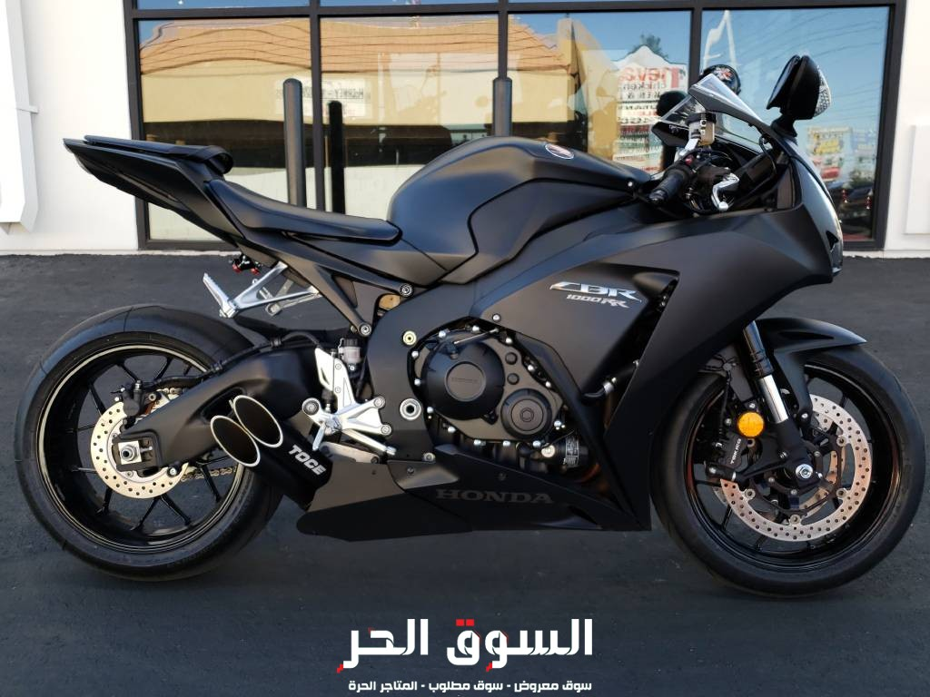 Honda cbr 1ooo available,whatsap number+971557337543